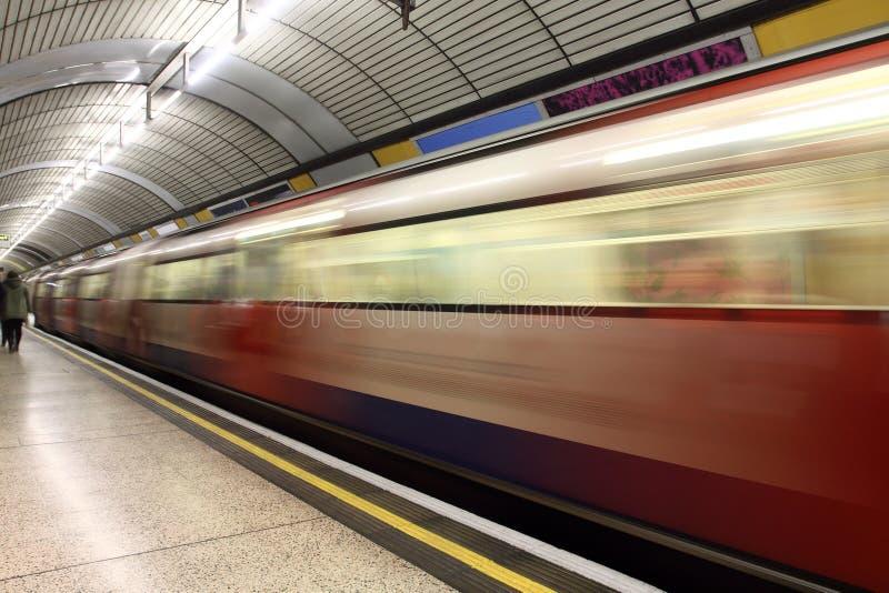 Stazione ferroviaria in sotterraneo di Londra fotografia stock