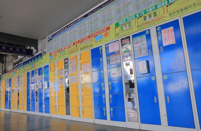 Stazione ferroviaria Taiwan di Taichung dell'armadio della moneta immagine stock