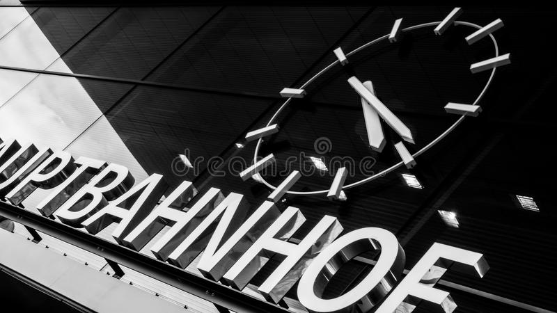 Stazione ferroviaria, (wien Hauptbahnhof) in bianco e nero fotografie stock libere da diritti