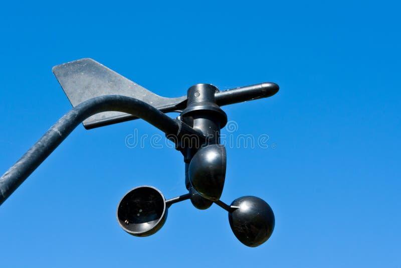 Stazione metereologica contro cielo blu fotografia stock