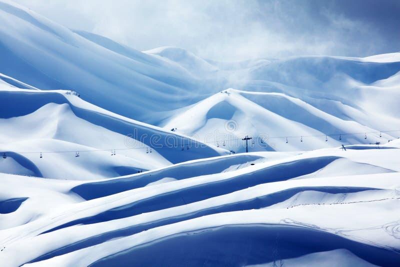 Stazione sciistica della montagna di inverno immagine stock libera da diritti