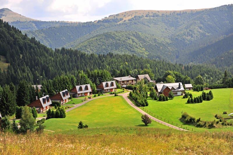 Stazione sciistica di Donovaly su estate, bello paesaggio naturale fotografia stock libera da diritti