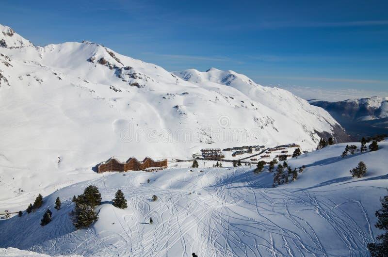 Stazione sciistica nell'inverno Pirenei fotografia stock