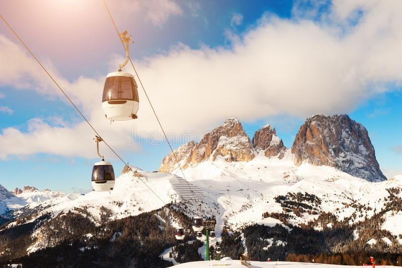 Stazione sciistica nelle Alpi Dolomite invernali fotografia stock libera da diritti