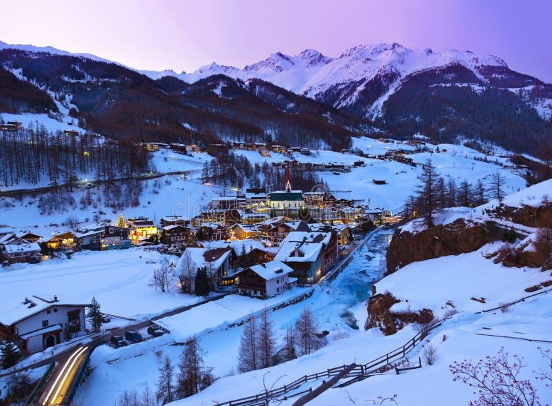 Stazione sciistica Solden Austria - tramonto delle montagne fotografia stock libera da diritti