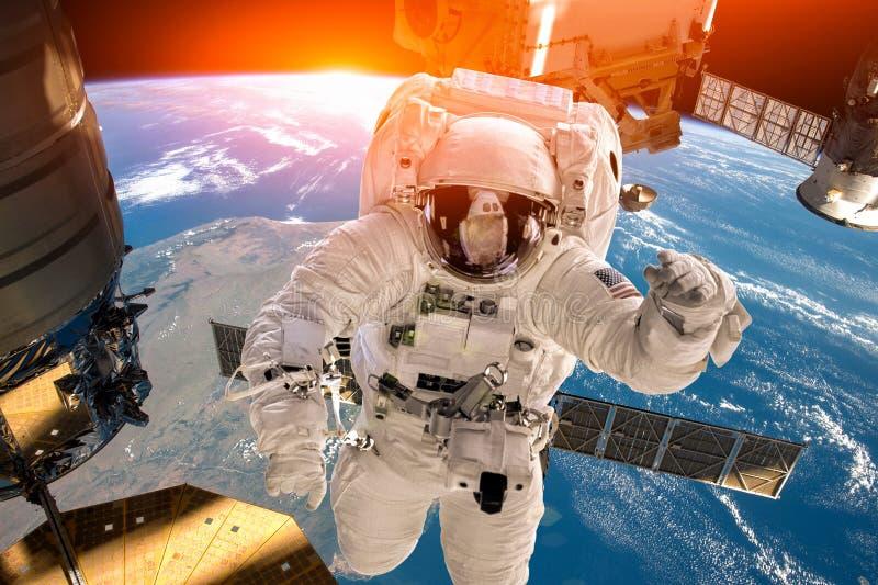 Stazione Spaziale Internazionale ed astronauta fotografia stock