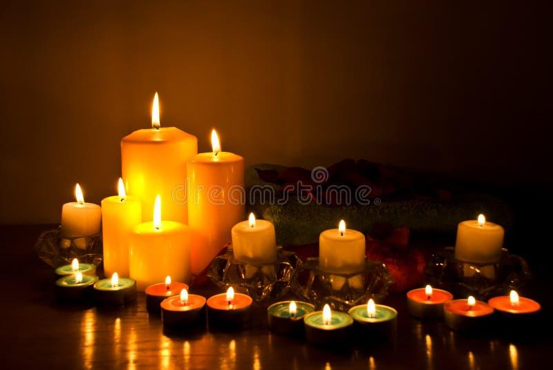 Stazione termale con gli indicatori luminosi della candela immagini stock libere da diritti