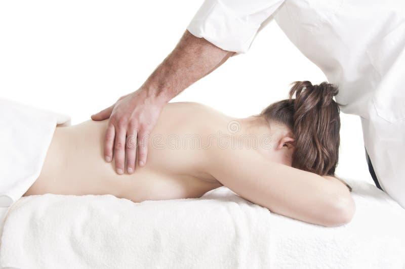 Stazione termale di massaggio della parte posteriore della giovane donna fotografia stock