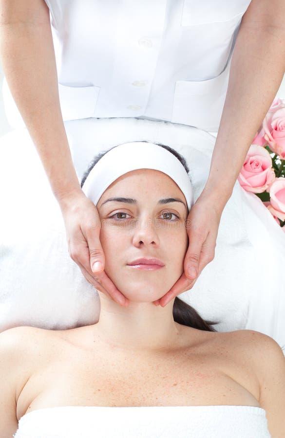 Stazione termale di massaggio. Trattamento facciale. fotografia stock libera da diritti