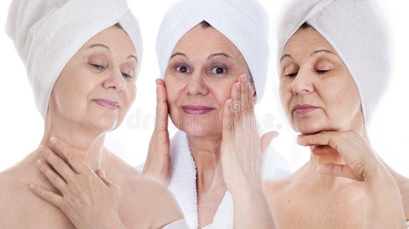 Stazione termale e concetto di bellezza Bella donna invecchiata con l'asciugamano bianco sulla sua testa Il Regno Unito fotografia stock