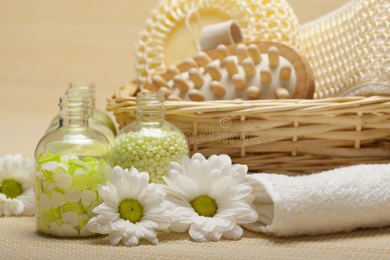 Stazione termale - strumenti di massaggio e sale di bagno fotografia stock libera da diritti