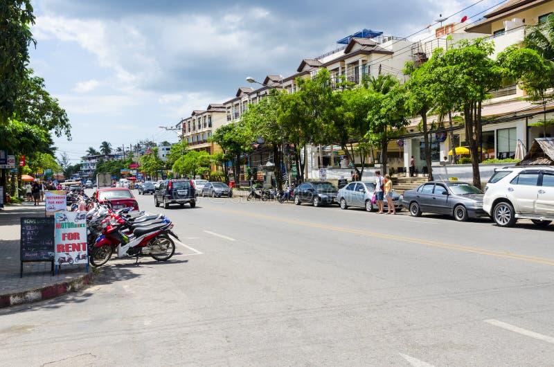 Download Stazione Turistica Della Via Del Ao Nang. Fotografia Stock Editoriale - Immagine di residenziale, clima: 30829108