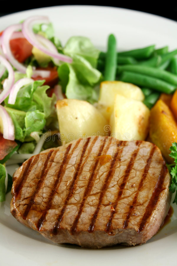 Free Steak And Vegetables 3 Royalty Free Stock Photo - 3044265