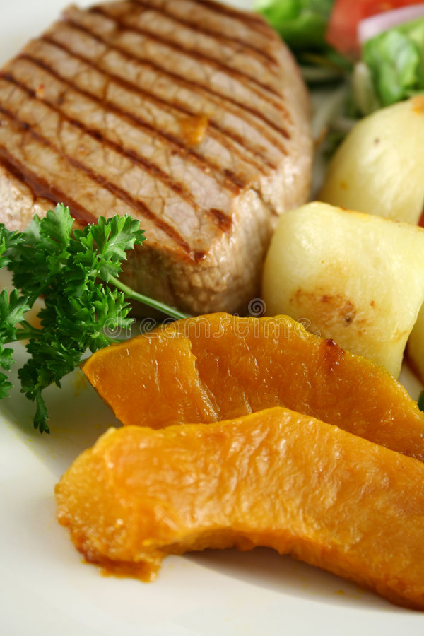 Free Steak And Vegetables 6 Stock Photography - 4027332