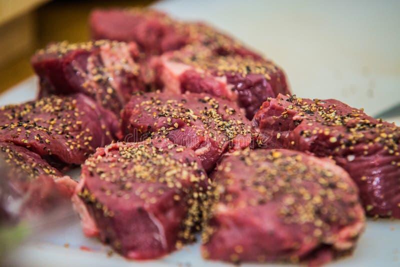 Steak des Fleisches bereit zum Grillen stockfotografie