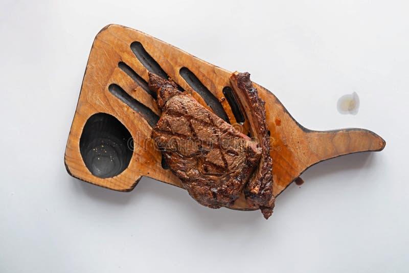 Steak im Restaurant auf dem Tisch stockfotografie
