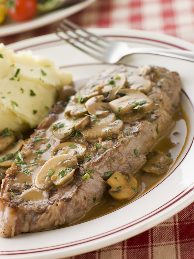 Free Steak Sirloin With Diane Sauce And Mash Potato Stock Photo - 5574540