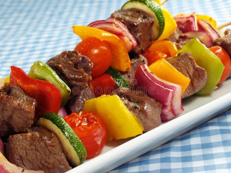 Steak u. Gemüse Kebabs lizenzfreie stockfotos