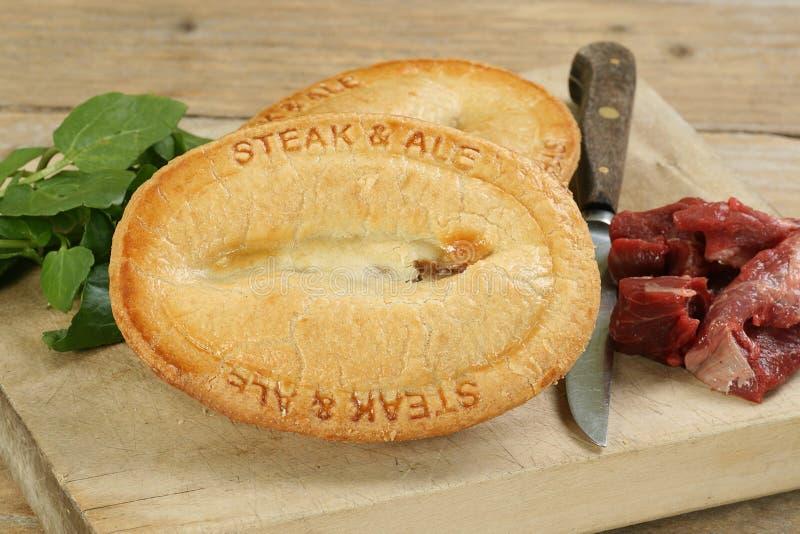 Steak- und Aletorte lizenzfreies stockfoto