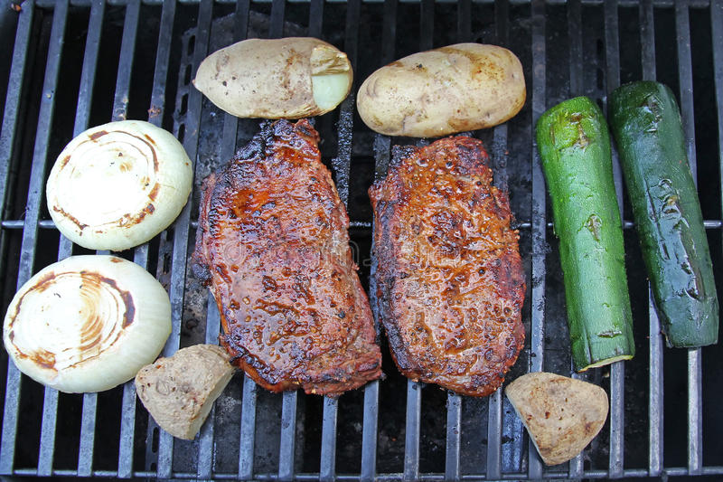 Steak und Veggies stockbild