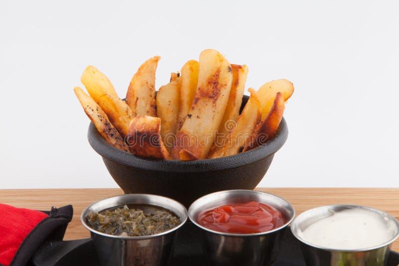 Steakgarnelen-Pommes-Fritesbratpfanne lizenzfreie stockbilder