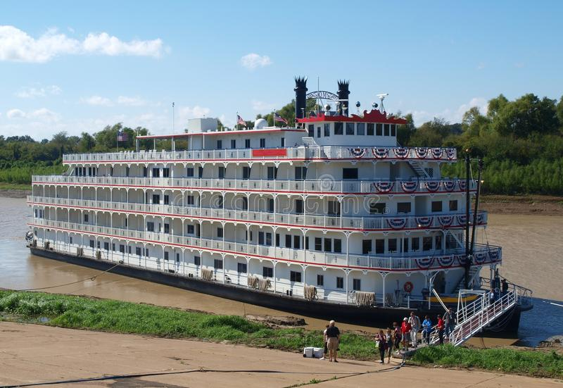 Steamboat auf Fluss Mississipi stockfotografie