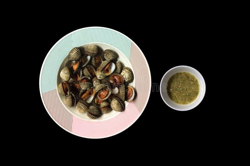Steamed a blanchi des palourdes avec de la sauce d'accompagnement à fruits de mer photographie stock libre de droits