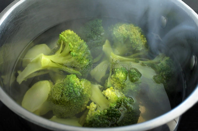 Steaming BroccoliVegetable - Cooking Broccoli Vegetable royalty free stock images