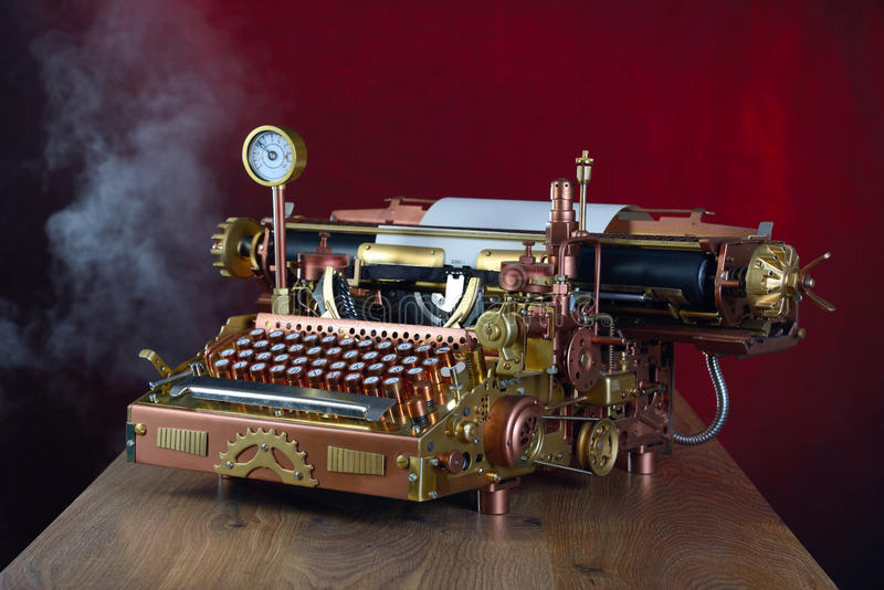 Steampunk打字机。 库存照片