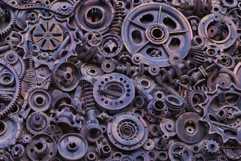 Steampunk bakgrund, maskindelar, stora kugghjul och kedjor från maskiner och traktorer royaltyfria foton