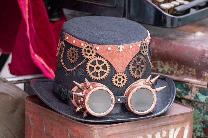 Steampunk hatt och goggles arkivbild