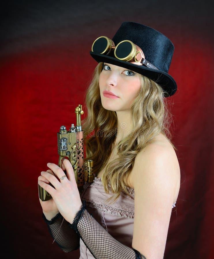 Steampunk kvinna med vapnet arkivfoto