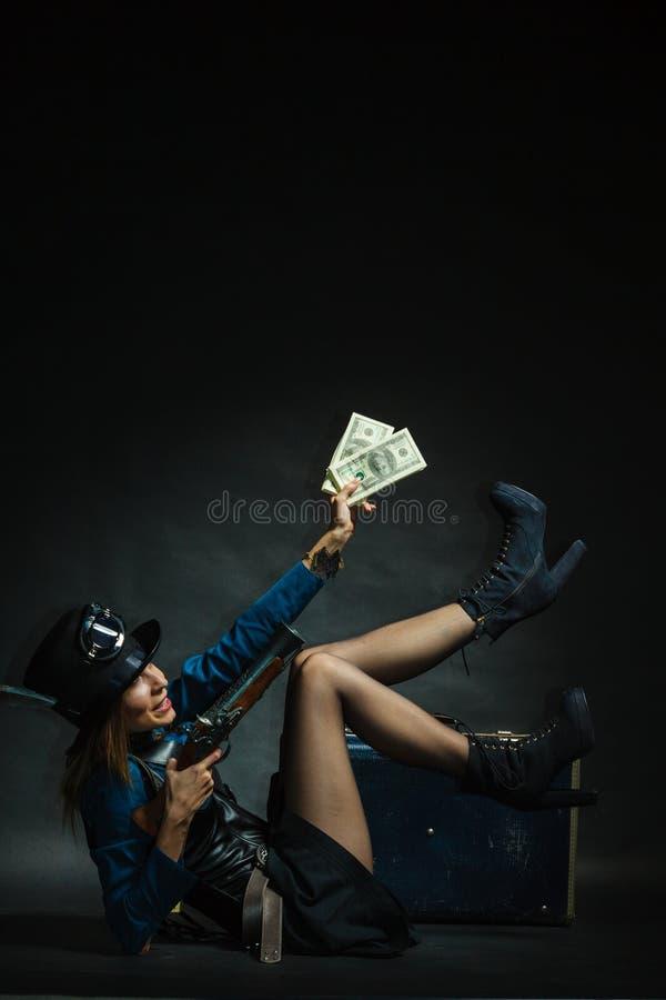 Steampunk-Mädchen mit Bargeld stockbilder