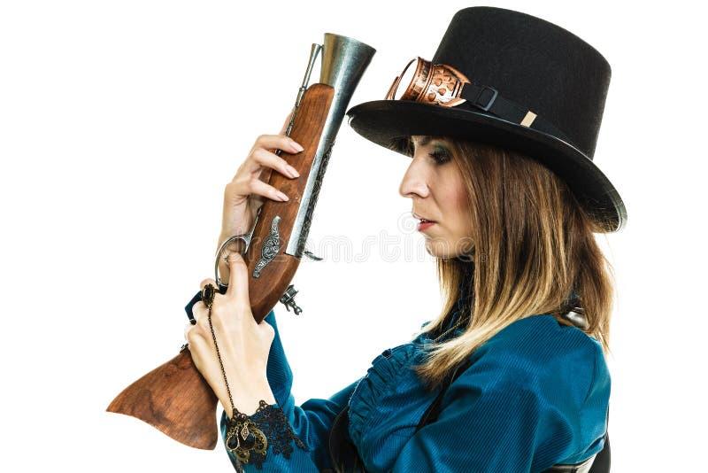 Steampunk-Mädchen mit Gewehr lizenzfreie stockbilder