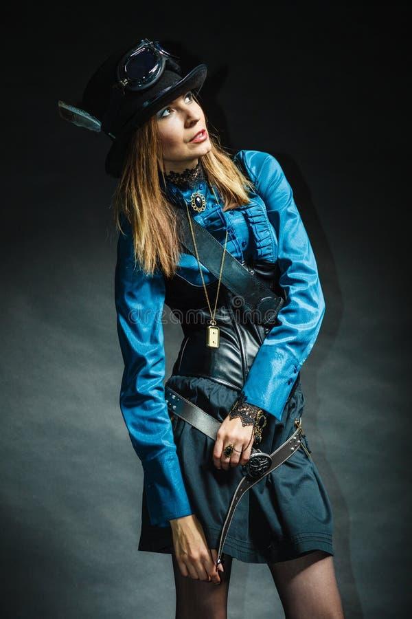 Steampunk-Mädchenaufstellung lizenzfreies stockbild