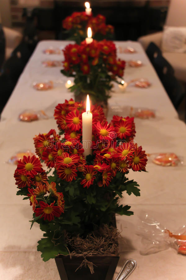stearinljus blommor arkivbild