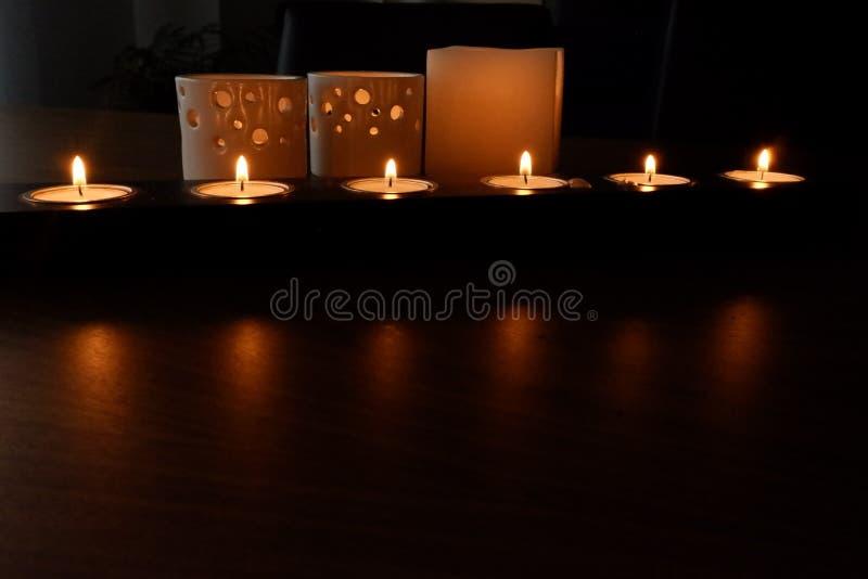 Stearinljus för en varm belysning arkivfoto