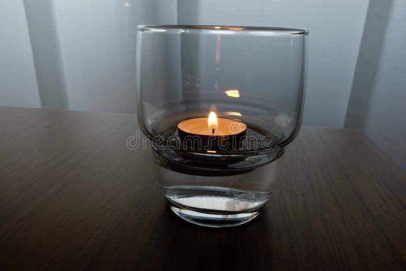 Stearinljus för en varm belysning royaltyfria foton