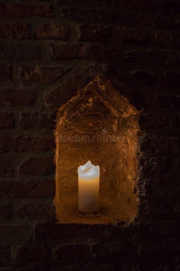 Stearinljus i alkov arkivfoto