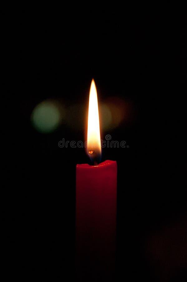 Stearinljus i mörkret arkivbilder