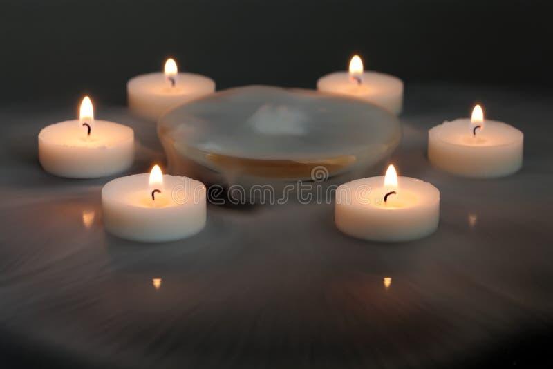 Stearinljus i misten fotografering för bildbyråer