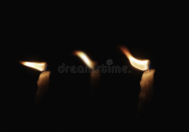 Stearinljus i vinden royaltyfria foton