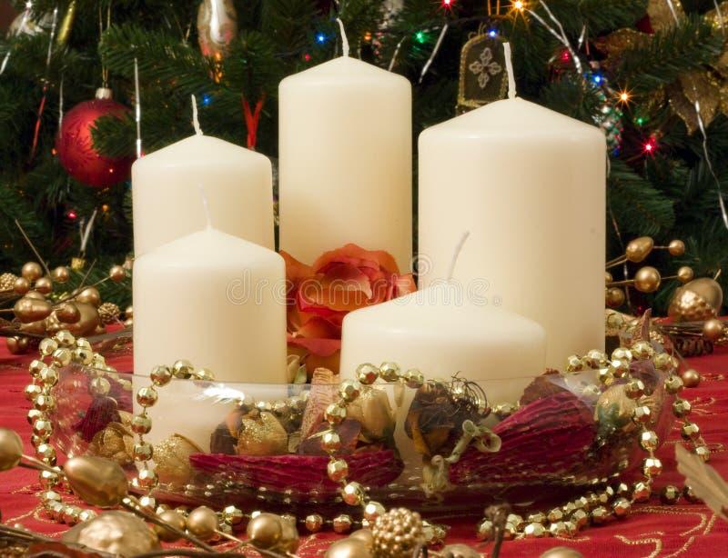 stearinljus julpacke royaltyfri bild