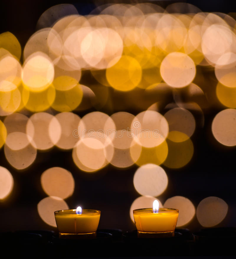 stearinljus kyrka royaltyfria foton