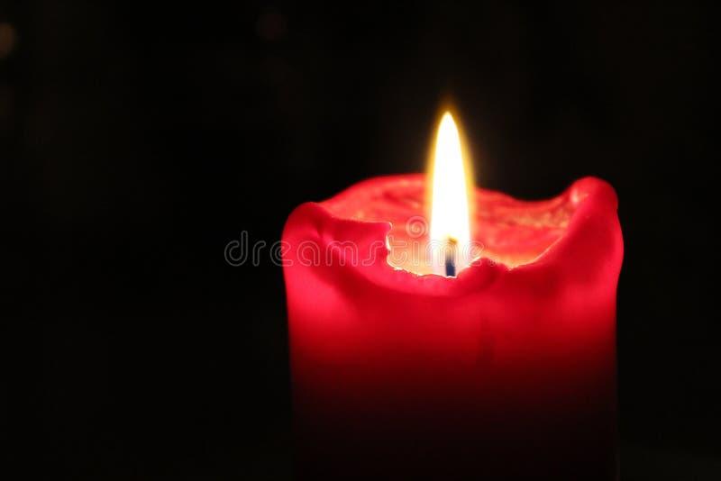 Stearinljus med flamman royaltyfria bilder