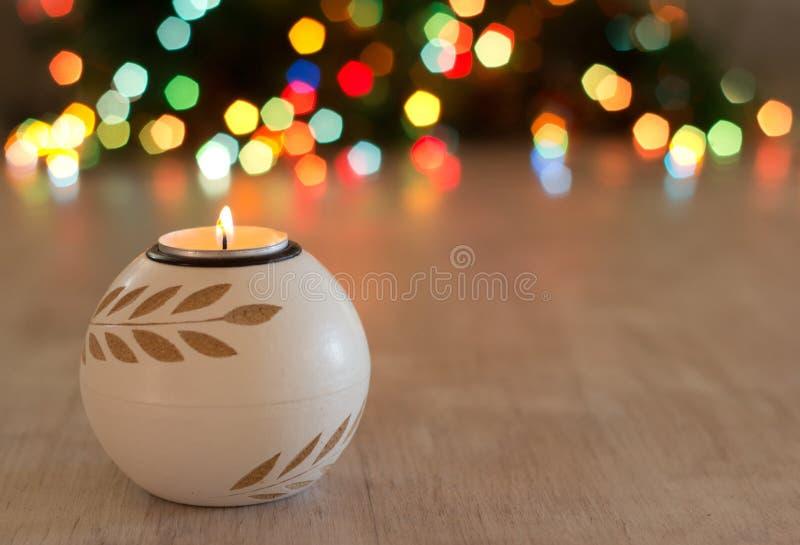 Stearinljus- och julljus i bakgrund fotografering för bildbyråer
