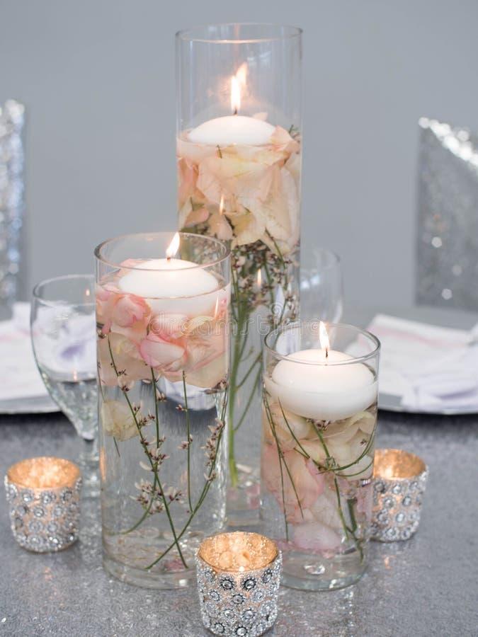Stearinljus på en blomma arkivbild