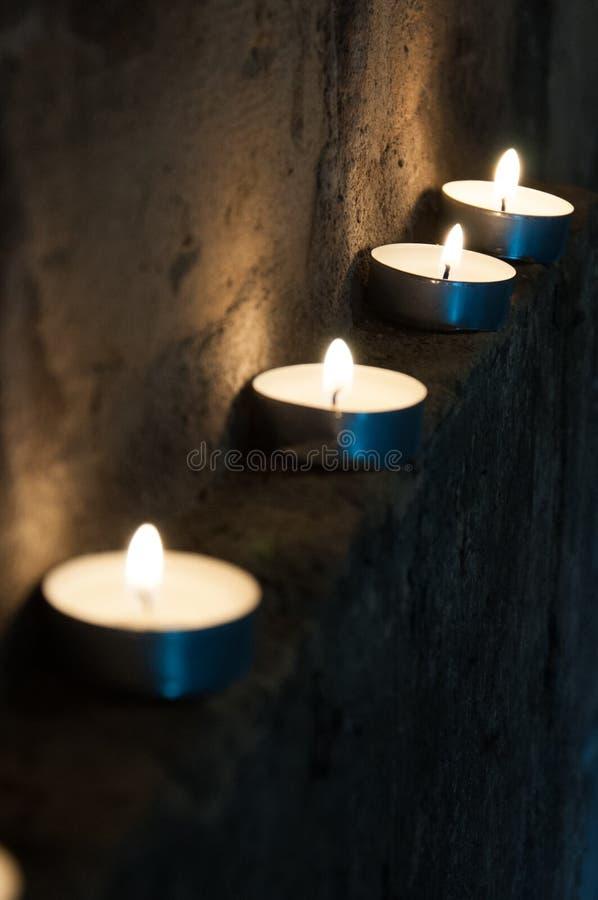 stearinljus rad arkivbilder