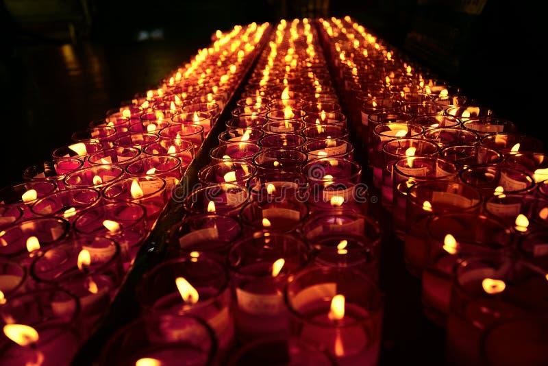 Stearinljusljus av tro royaltyfri fotografi