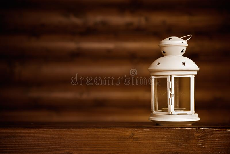 Stearinljusljus på trät arkivbild